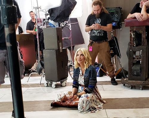 tori spelling Tori Spelling sul set di Beverly Hills 90210