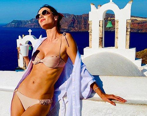 Alessandra Ambrosio 1 Alessandra Ambrosio sotto il sole di San Torini