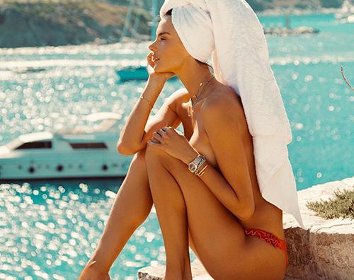 Alessandra Ambrosio 1 Alessandra Ambrosio in topless a Mykonos