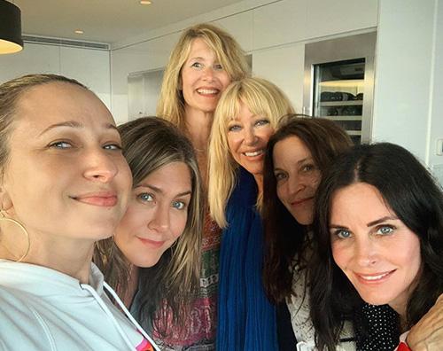 Courteney cox jennifer aniston laura dern Jennifer, Courteney e Laura, party al femminile