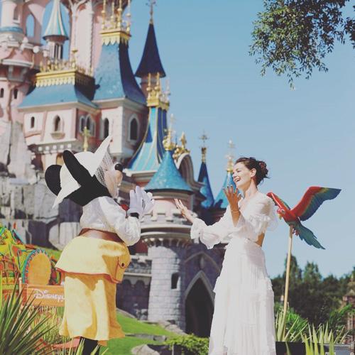 Katie Holmes Indovina chi era a Disneylad Paris