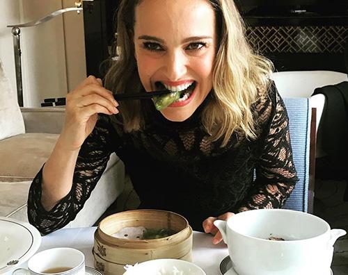 Natalie Portman Natalie Portman, pranzo vegan a Shanghai