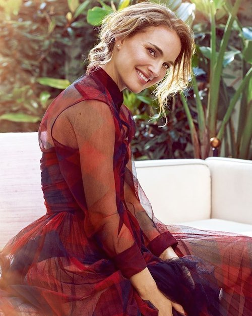 66381810 2377066185911227 1538118986688413283 n Natalie Portman è sulla cover di Harper's Bazaar UK