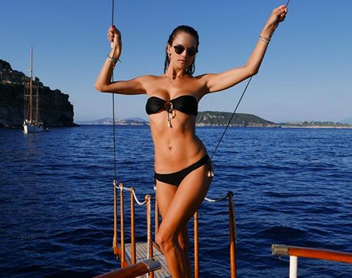 alessandra ambrosio 2 Alessandra Ambrosio è approdata ad Amalfi