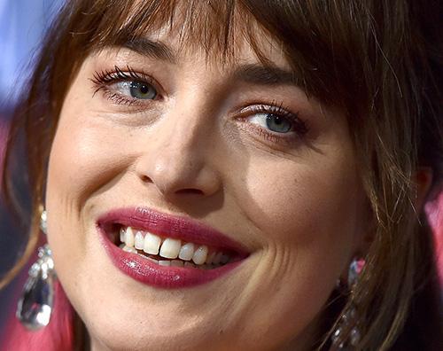 """dakota johnson Dakota Johnson: """"Ecco perché ho fatto sparire lo spazio tra i miei denti"""""""
