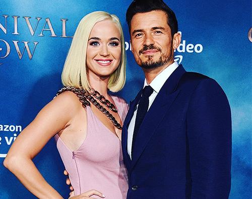 """Katy Perry sostiene Orlando alla prima di """"Carnival Row"""""""