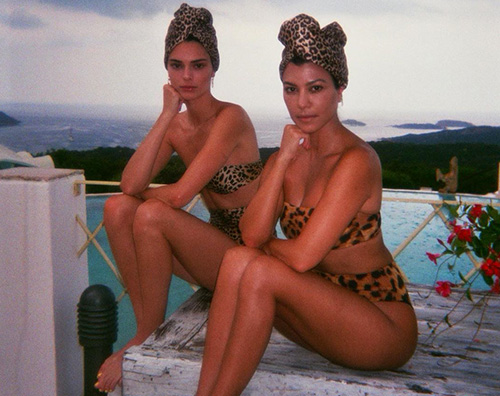 kendall e kourtney Kendall Jenner, glam in bikini con Kourtney