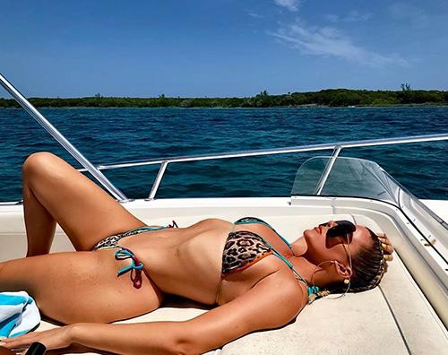 khloe kardashian 1 Khloe Kardashian bikini hot alle Bahamas