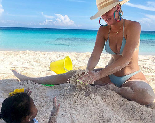 khloe kardashian Khloe Kardashian, mamma single al mare