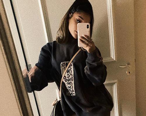 Ariana Grande Ariana Grande rispolvera un paio di Crocs