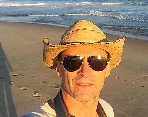 Hugh Jackman Hugh Jackman si gode il mare dautunno