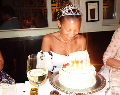 Nicole Richie Nicole Richie, reginetta per il suo compleanno