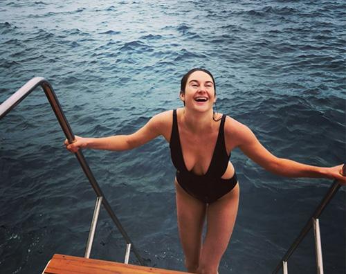 Shailene Woodley Shailene Woodley in costume sui social