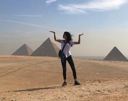 Adriana Lima Adriana Lima alla scoperta delle piramidi