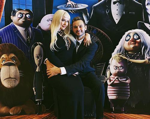 Christina Aguilera 2 Christina Aguilera si è trasformata in Morticia Addams