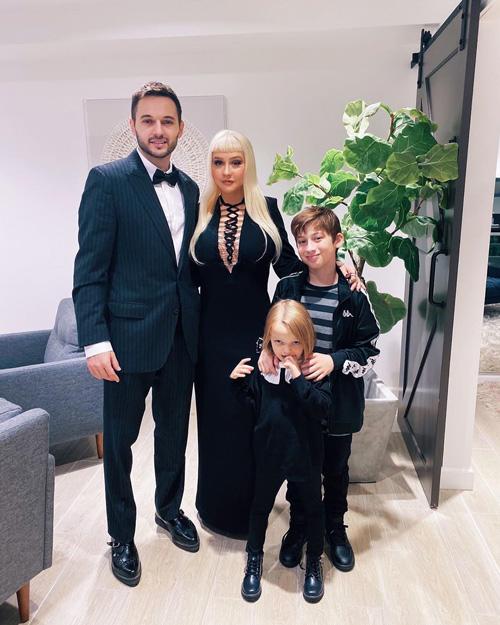 Christina Aguilera Christina Aguilera si è trasformata in Morticia Addams