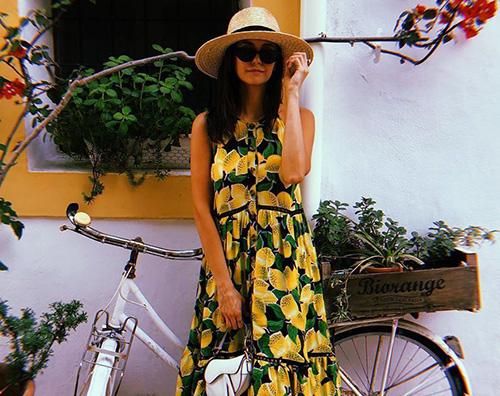 Nina Dobrev Nina Dobrev in vacanza a Ibiza