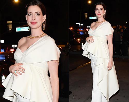 anne hathaway Anne Hathaway sul red carpet col pancione