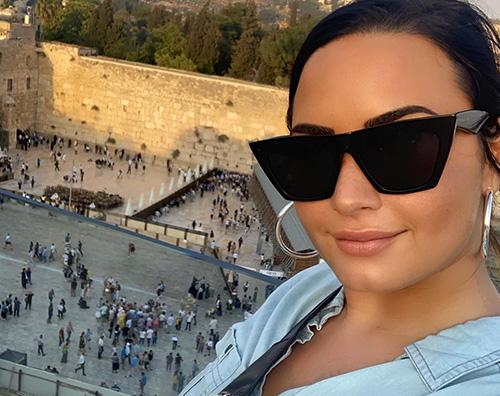 demi lovato 1 Demi Lovato si è fatta battezzare nel Giordano