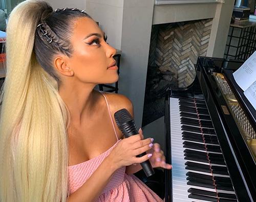Kourtney Kardashian è Ariana Grande su Instagram