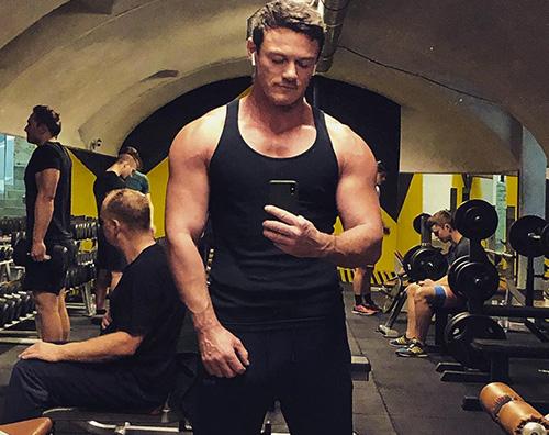 luke evans Luke Evans sfoggia i suoi muscoli su Instagram