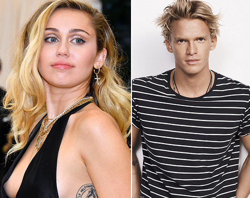 Miley Cyrus, relax in spiaggia con Cody