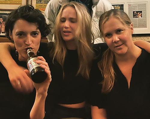 jennifer lawrence Jennifer Lawrence, una serata con le amiche