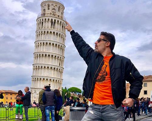 joe manganiello Joe Manganiello sotto la Torre di Pisa
