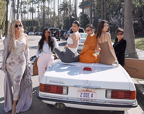 kardashian jenne Kim Kardashian, compleanno da sogno per mamma Kris
