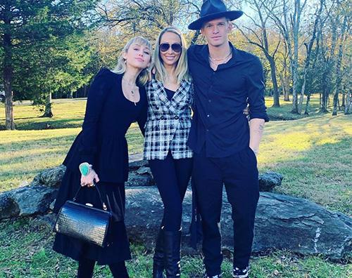 miley cyrus Miley Cyurs porta Cody al matrimonio di suo fratello