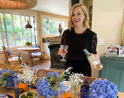 reese witherspoon 1 Reese Witherspoon beve vino nel giorno del Ringraziamento