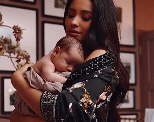 shay mitchell Shay Mitchell presenta la sua bambina su Instagram