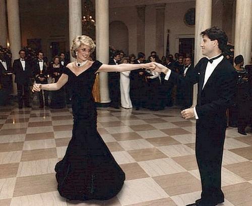 5w14xhzxu7c21 Kate Middleton come Diana a Buckingham Palace