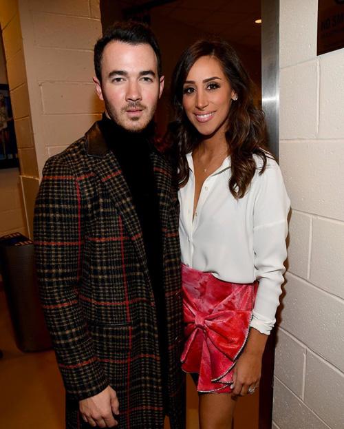 Kevin e Danielle Jonas Kevin Jonas e Danielle innamorati sui social