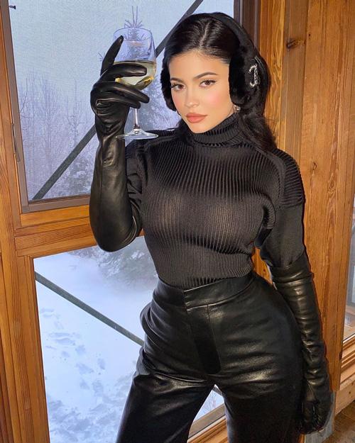 Kylie Jenner 1 Kylie Jenner, il look da neve è hot