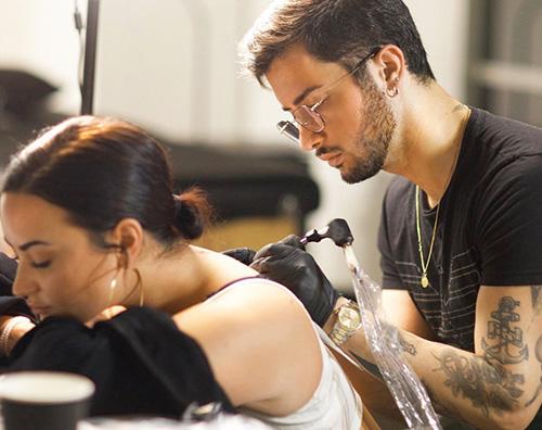 demi lovato 2 Demi Lovato torna single e festeggia con un tattoo
