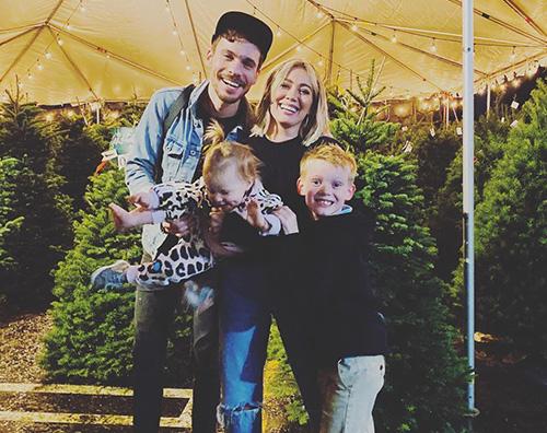 hilary duff Hilary Duff si prepara al Natale con la sua famiglia