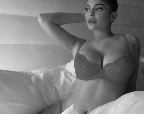 kylie jenner Kylie Jenner, le foto hot diventano virali su Instagram