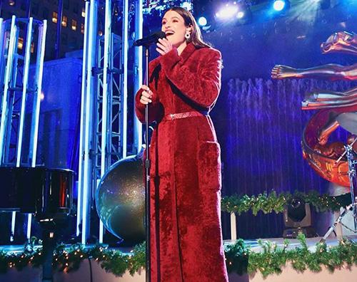 lea michele Lea Michele in rosso al Rockefeller Center