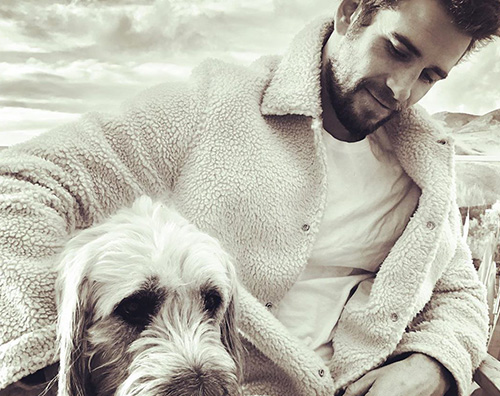liam payne Liam Hemsworth con la sua bestfirend Dora su Instagram