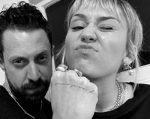 miley cyrus 2 Miley Cyrus ha un nuovo tattoo