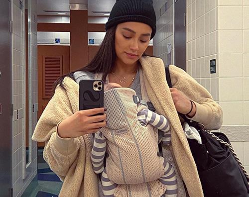 shay mitchell 2 Shay Mitchell viaggia con la sua bambina