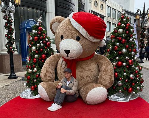 taron egerton Taron Egerton è entrato nel mood natalizio