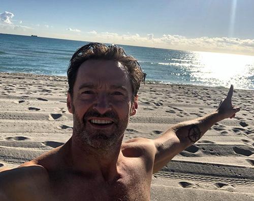 Hugh Jackman Hugh Jackman mostra i muscoli al mare