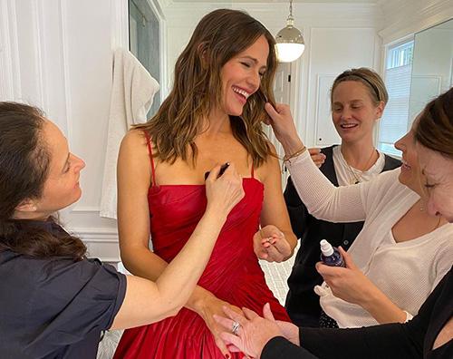Jennifer Garner cover Jennifer Garner in rosso ai SAG Awards 2020