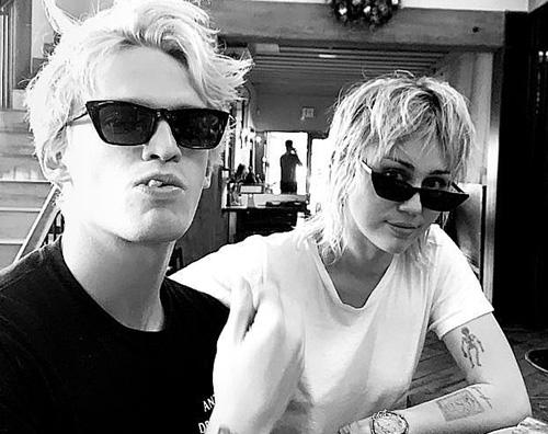 cody e miley Miley e Cody, amore a gonfie vele
