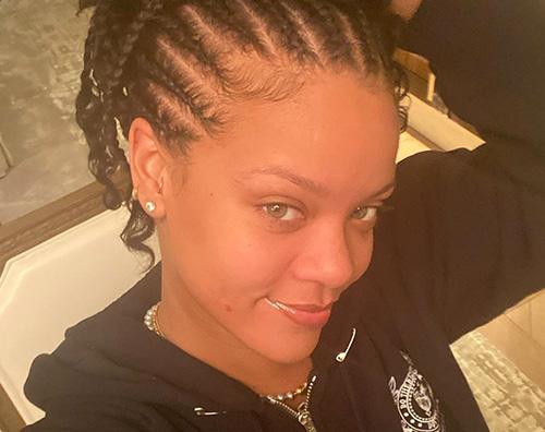 rihanna Rihanna, selfie senza trucco su Instagram