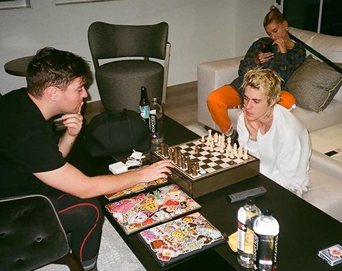 justin hailey 1 Justin e Hailey, serata tra amici