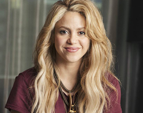 shakira Shakira ipntizza con i suoi capelli