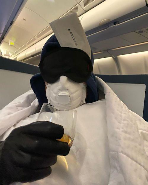 84157799 1188977241271205 3477509071872636272 n Anche Sebastian Stan si protegge dal coronavirus